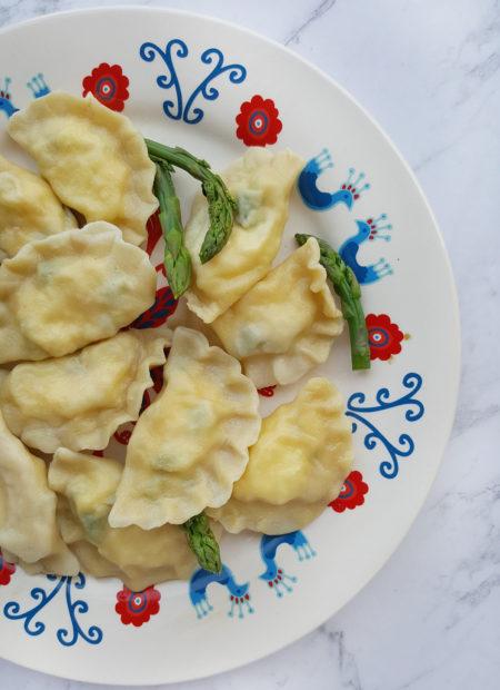 Pierogi z serem i szparagami